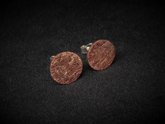 Runde gebürstete Ohrstecker aus Kupfer