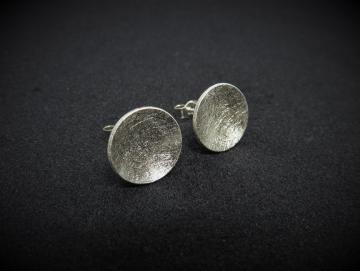 Gebürstete Ohrstecker aus Silber