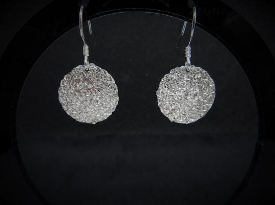 Strukturierte Ohrringe aus Silber